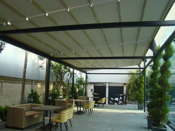 سقف متحرک حیاط