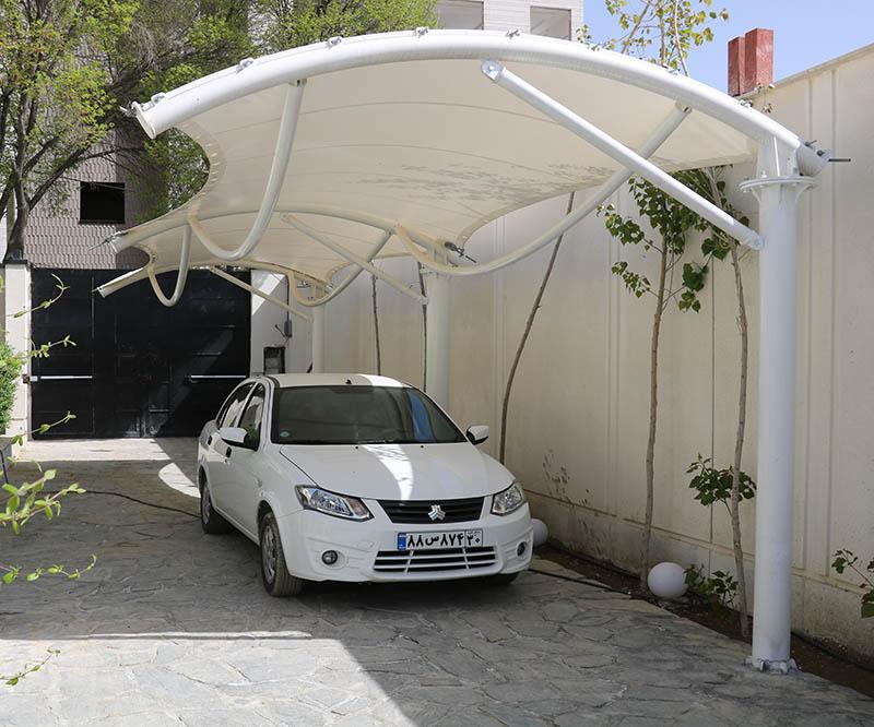 سایبان ماشین در حیاط خانه